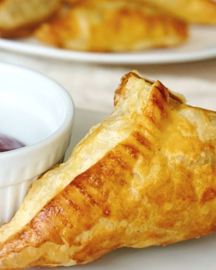 Chicken Curry puff pastry with ketchup by side