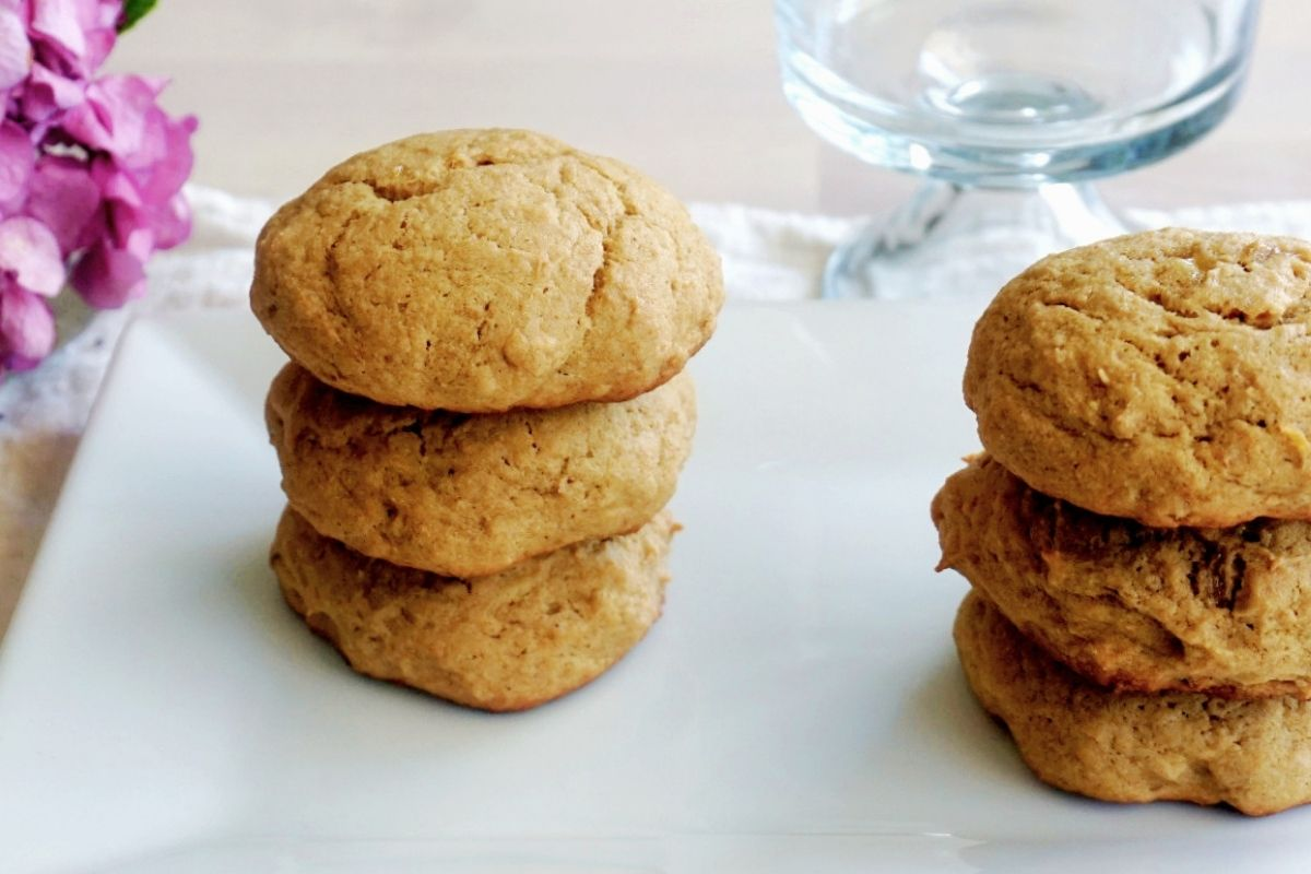 two stacks of three banana bread cookies each