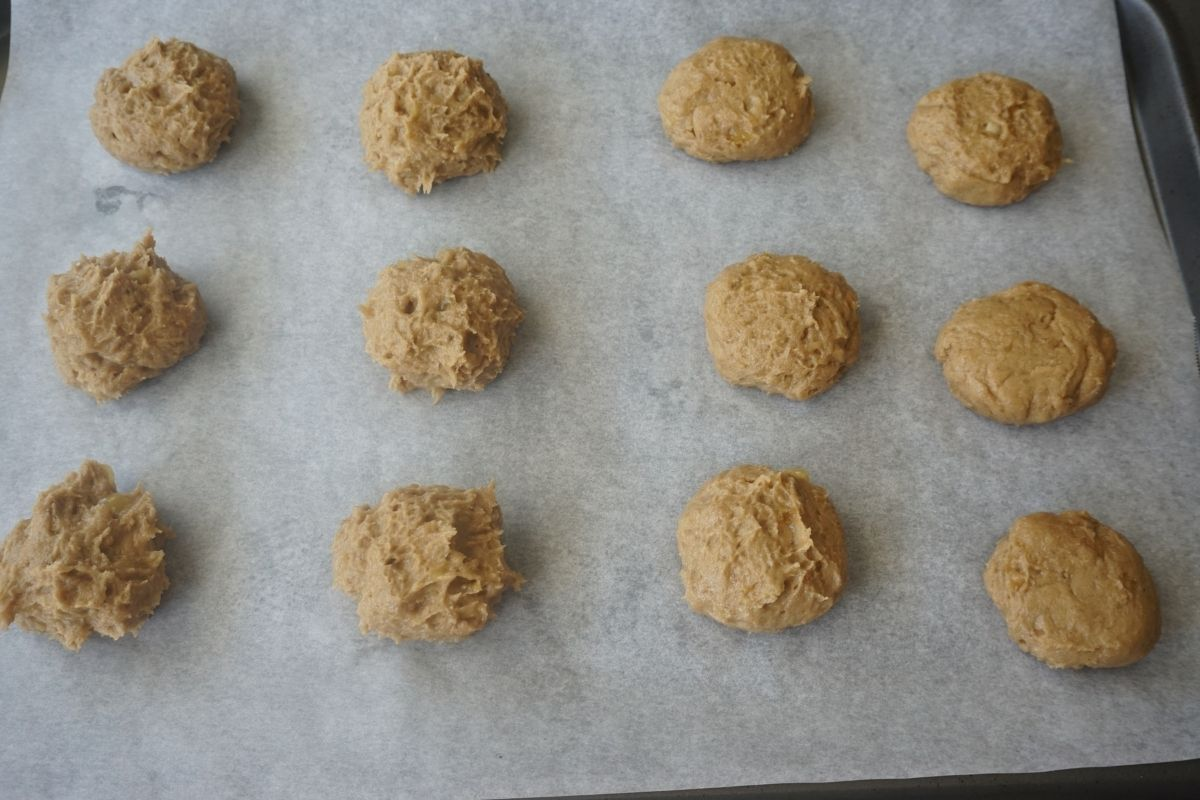 Cookies on baking sheet ready to be baked