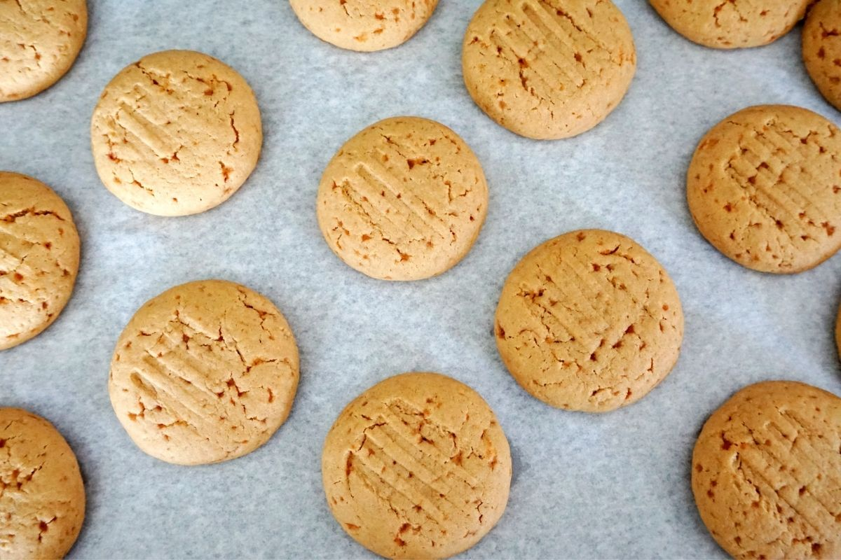 baked wheat jaggery cookies