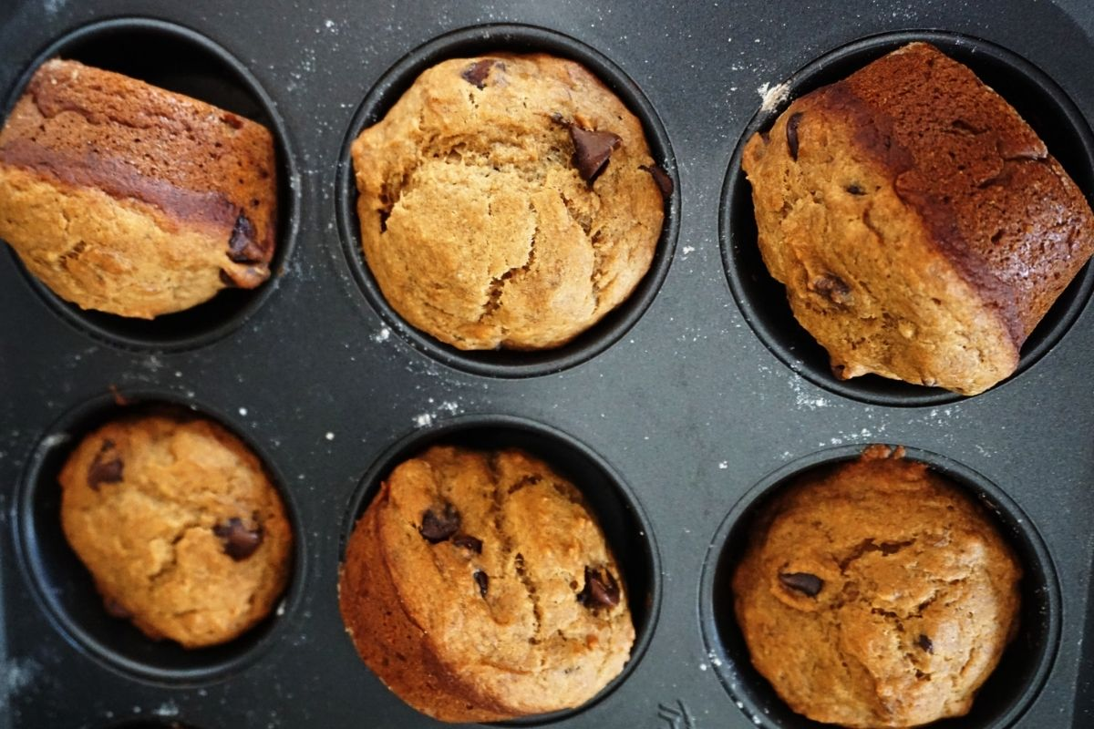 Six muffins in a muffin tray.